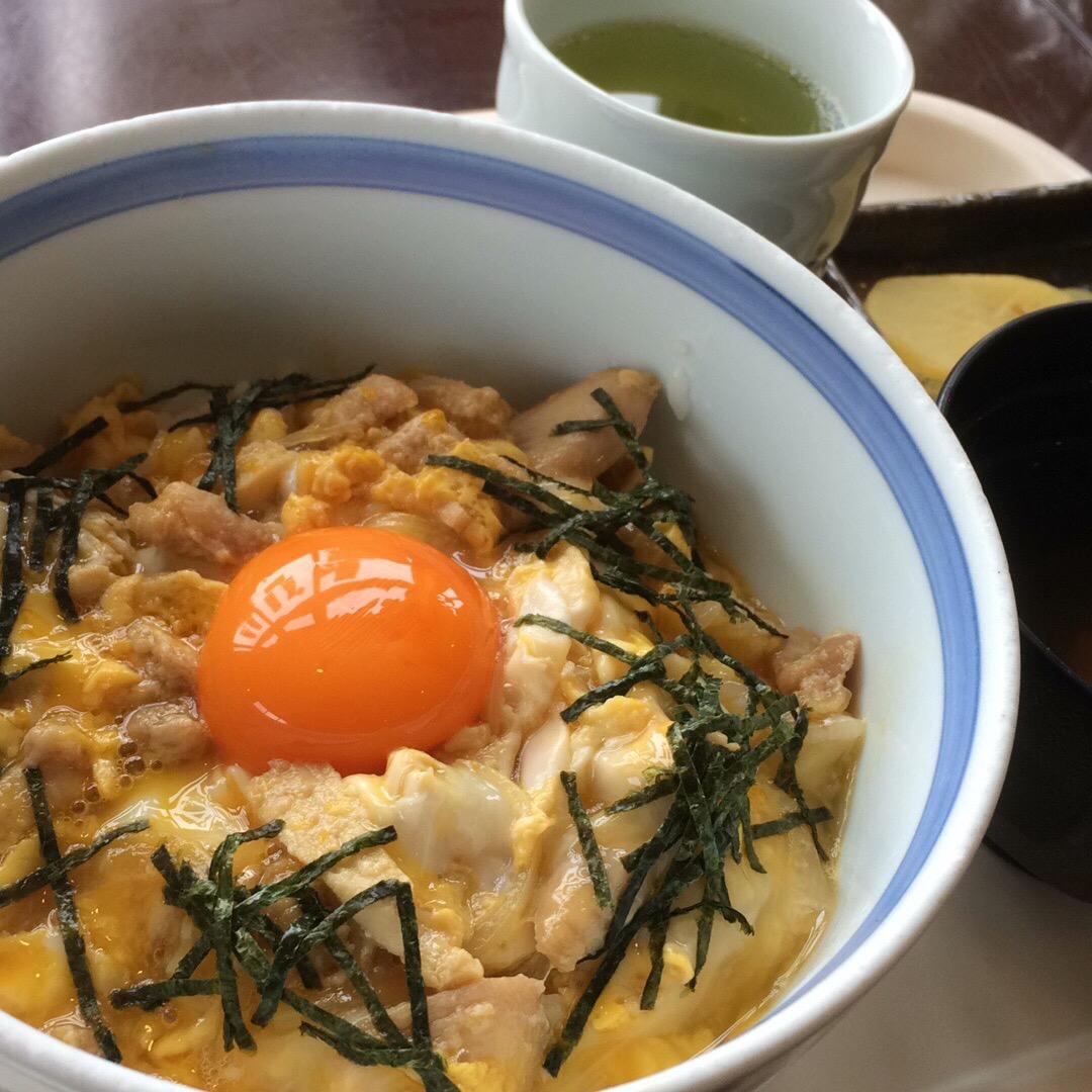 うきうき村でランチ。 ここは平飼いの鶏の卵を使っていて、濃厚でとろ...
