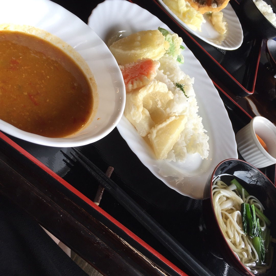 #島キッチン  島野菜添えカレーセット! 野菜が美味しい‥!!! ...