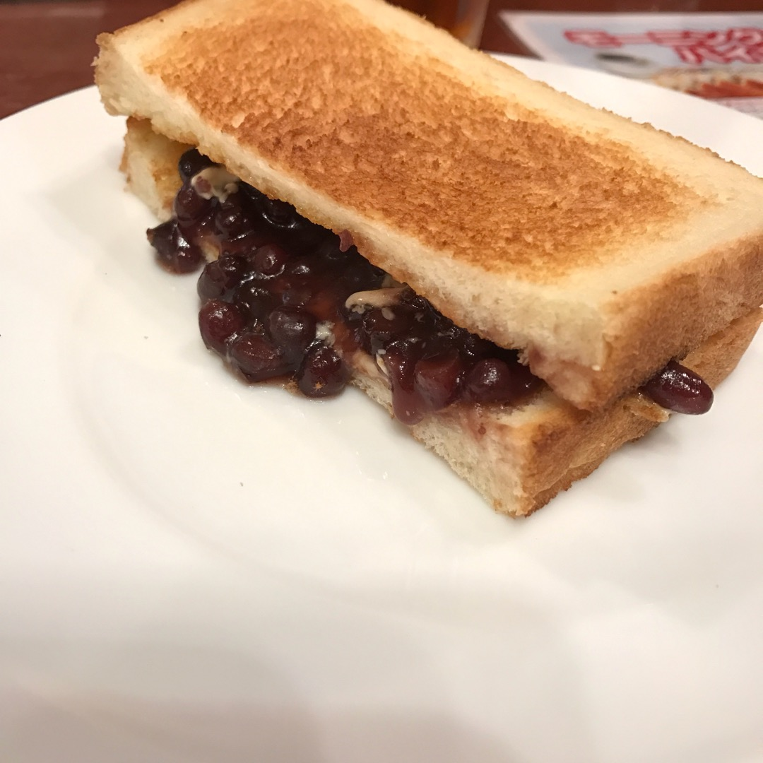 名古屋へ、サークルの合宿で行った時の朝食。 もちろんモーニング。 ...