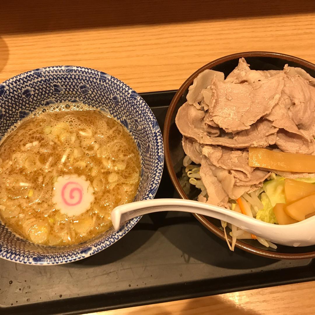 東京駅八重洲北口からすぐのつけ麺屋さん舎鈴です。先日テレビ番組Sm...