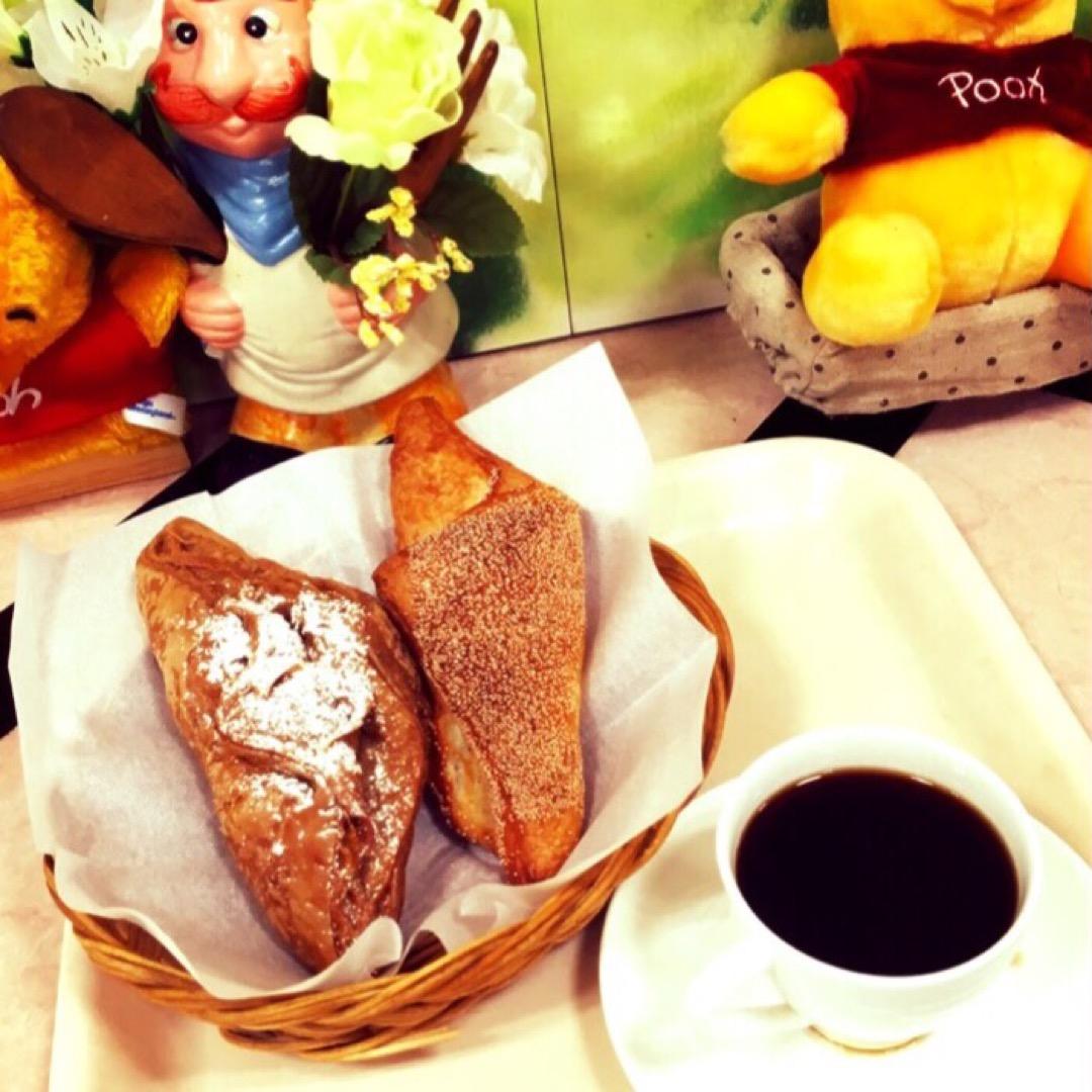 ラクト山科の1階にあるパン屋さん「アンジー」では、イートインコーナ...