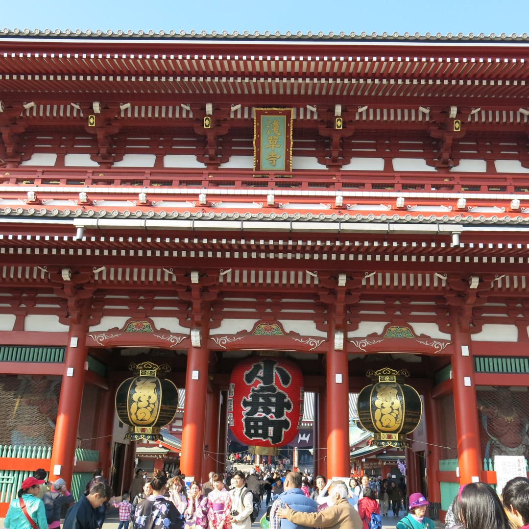 【浅草寺】 浅草といえば!の浅草寺です。 いつでも非常に混んでい...