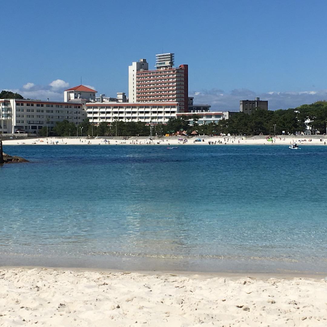 白い砂浜、青い海!本州に、こんな透明度の高い海があったなんて! #...